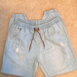 Men's jogger pants, size XL.